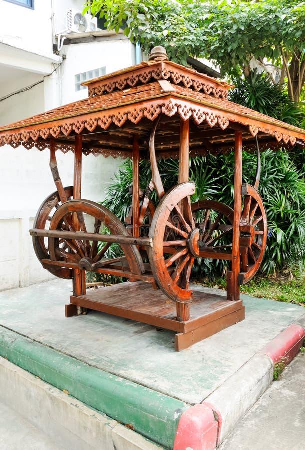 Padiglione di legno tailandese tradizionale fotografia stock libera da diritti