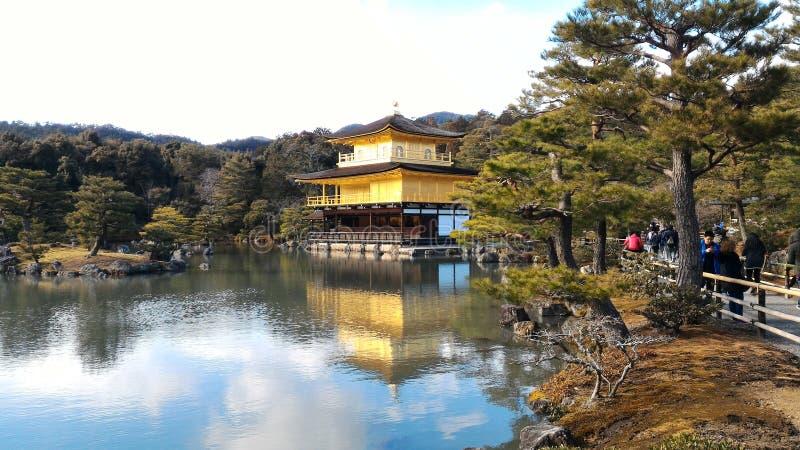 Padiglione dorato di Kinkakuji a Kyoto, Giappone fotografia stock libera da diritti