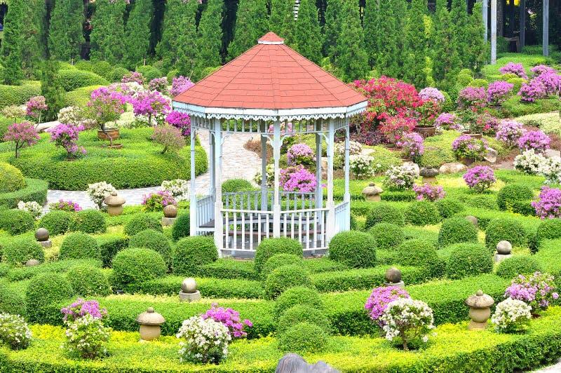 Padiglione in giardino immagini stock