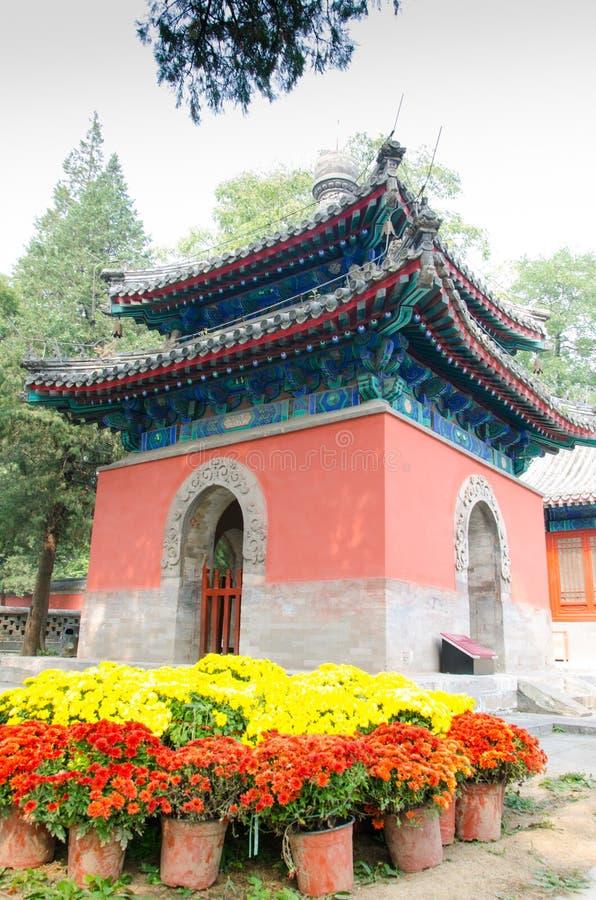 Padiglione imperiale del nord della compressa in tempio di Dajuesi, Pechino, porcellana immagine stock