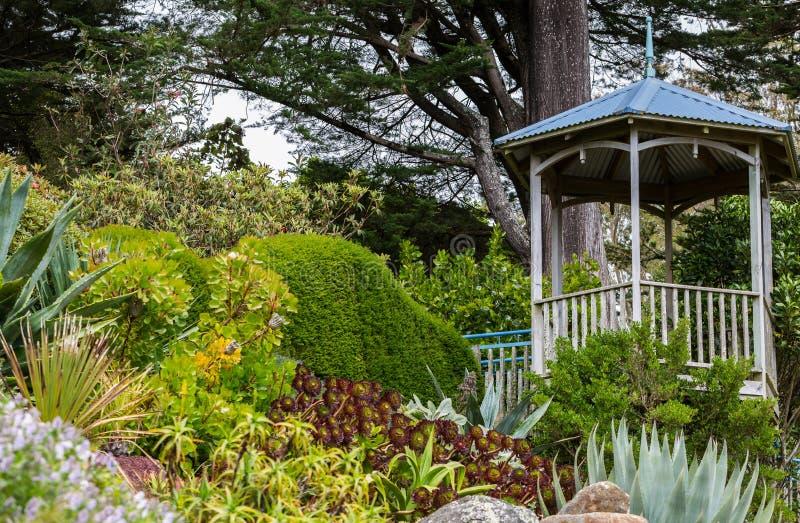 Padiglione nel giardino fotografia stock