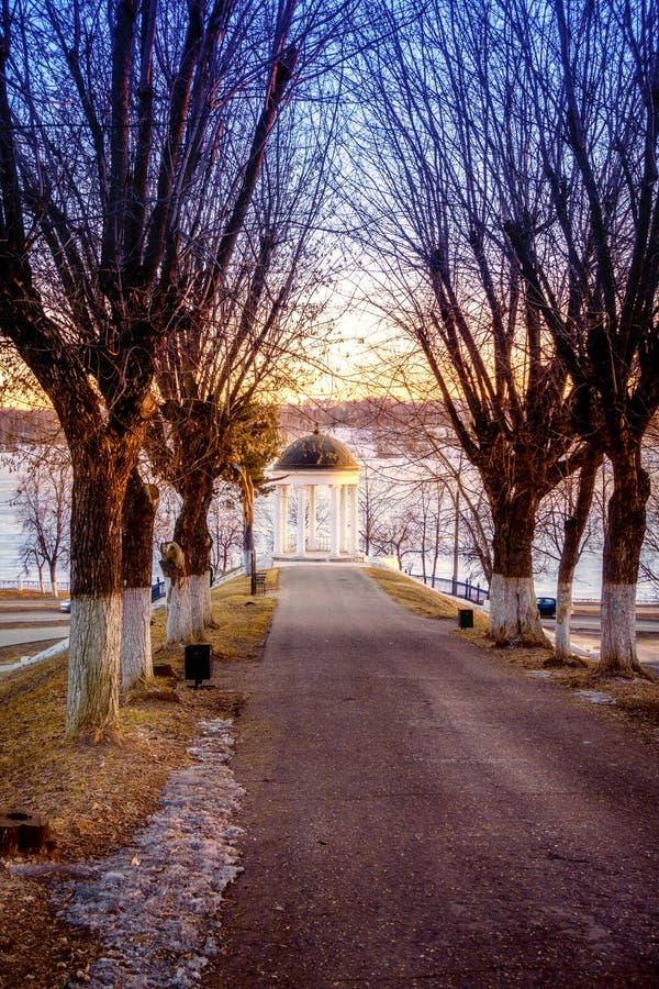 Padiglione sul fiume Volga immagine stock