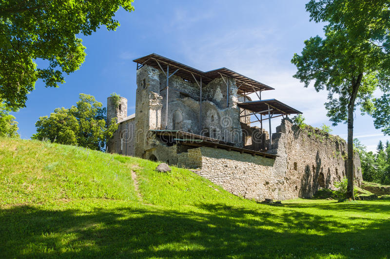 Download Padise修道院废墟在夏日 库存图片. 图片 包括有 拱道, 布琼布拉, 遗骸, 绿色, 有历史, 镇痛药 - 59111955