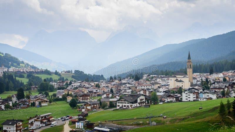 Padola, uma vila pequena imagens de stock
