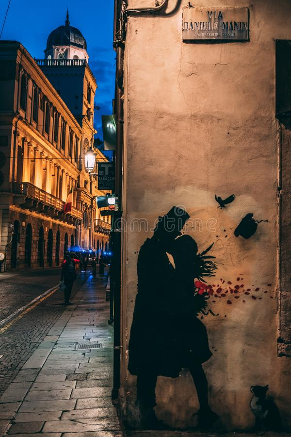 24 06 Padova 2018 Italia - graffito di una coppia immagine stock libera da diritti