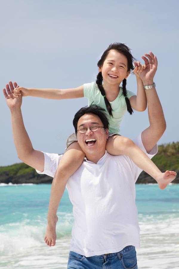 Padre asiatico con la bambina fotografie stock libere da diritti