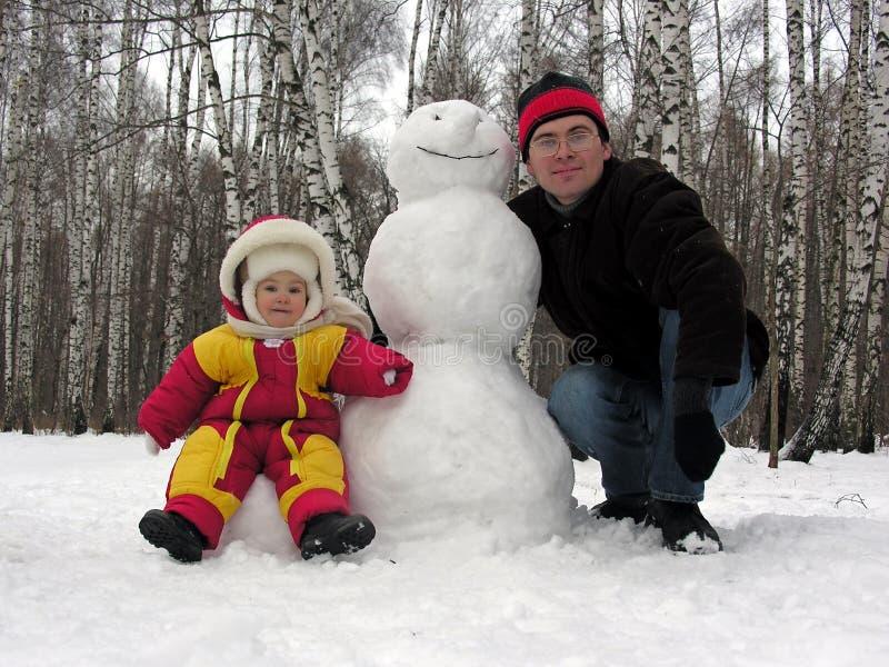 Padre, bebé, muñeco de nieve imágenes de archivo libres de regalías