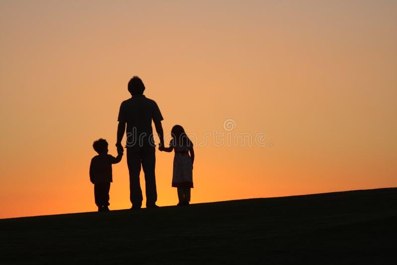 Padre con i bambini immagine stock libera da diritti