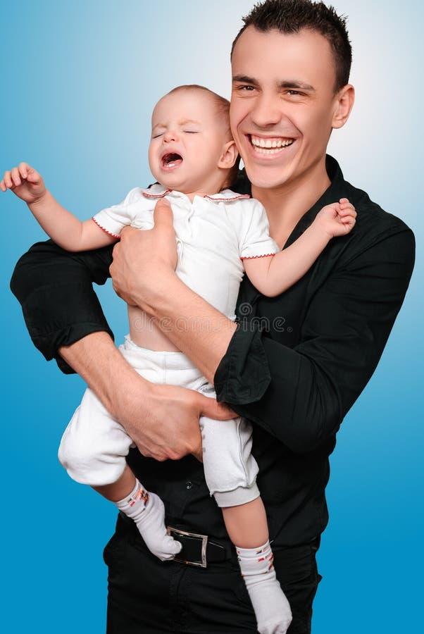 Padre con il suo giovane figlio immagini stock