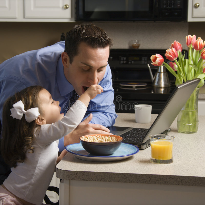 Padre con la hija. foto de archivo libre de regalías