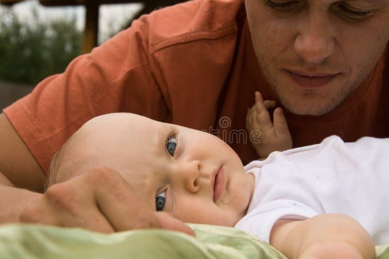 Padre con su hijo imágenes de archivo libres de regalías