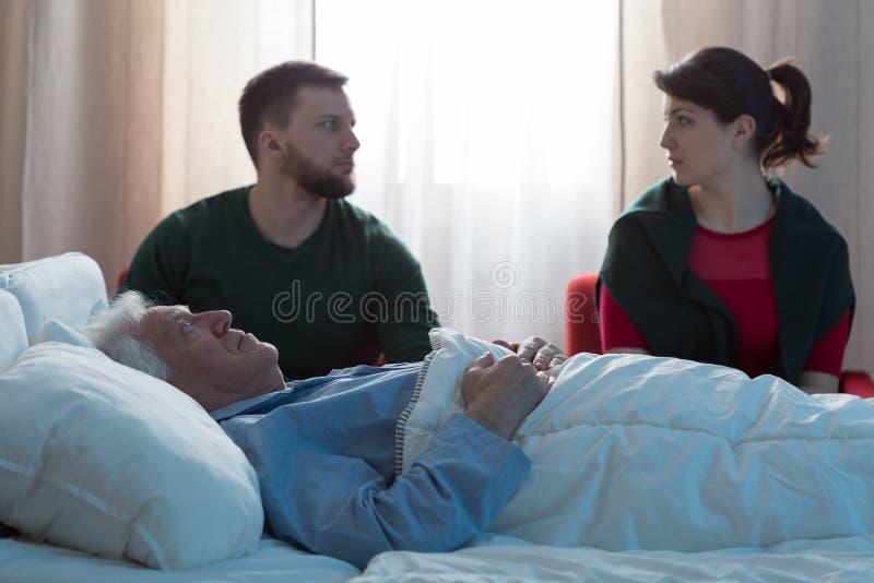 Padre difunto en hospital fotos de archivo libres de regalías