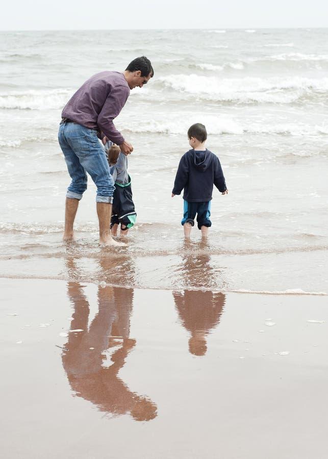 Padre e bambini fotografie stock