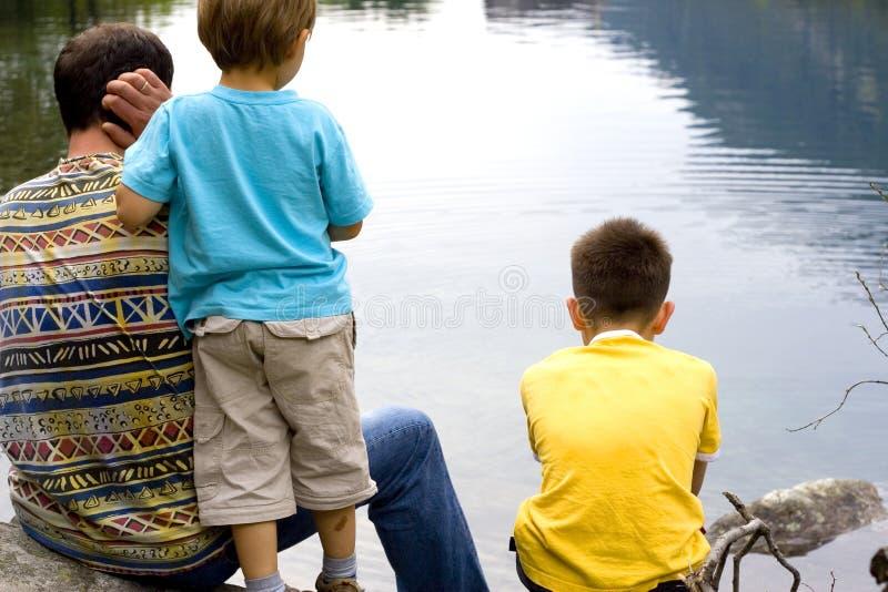 Padre e figli insieme immagine stock libera da diritti