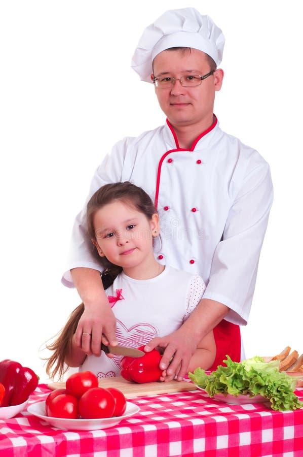 Padre e figlia che cucinano insieme fotografia stock libera da diritti
