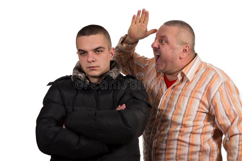 Padre e figlio che hanno un argomento fotografia stock