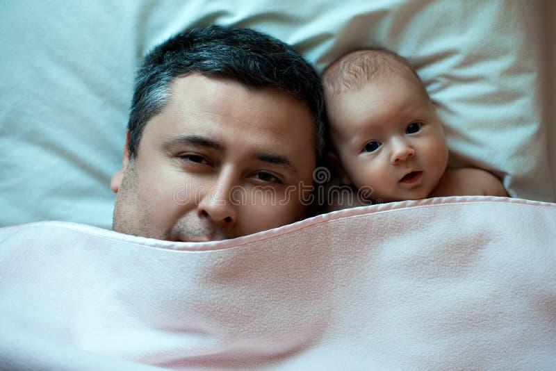 Padre e hija jovenes fotografía de archivo libre de regalías