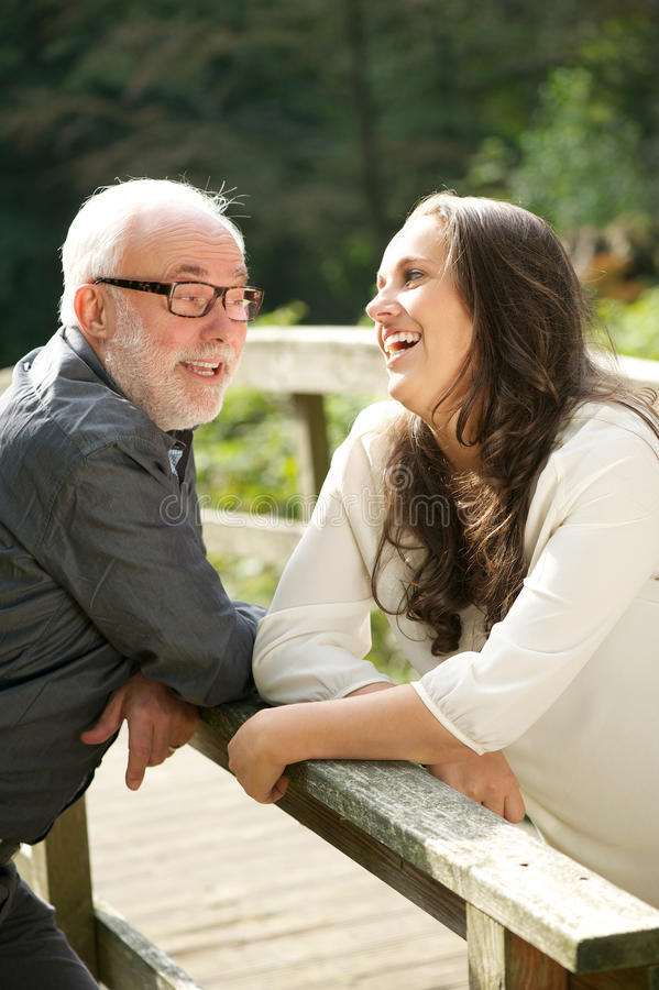 Padre e hija que comunican junto imagen de archivo libre de regalías