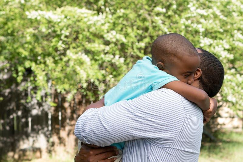 Padre e hijo del afroamericano foto de archivo