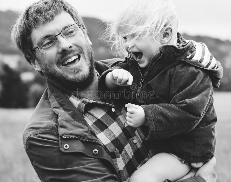 Padre e hijo felices foto de archivo