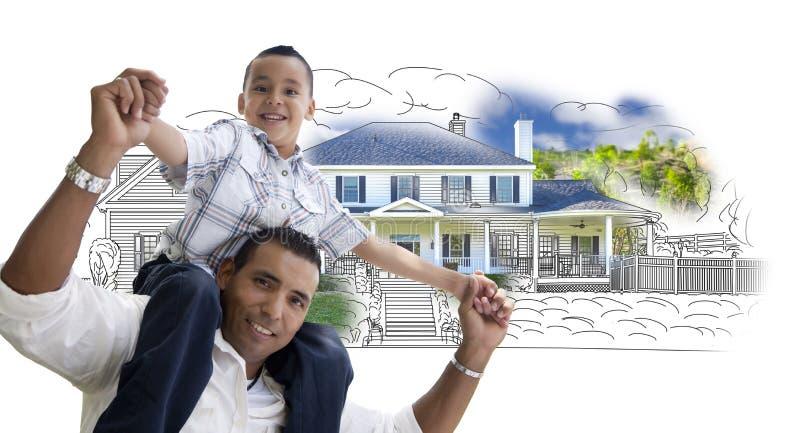 Padre e hijo hispánicos sobre el dibujo y la foto de la casa imágenes de archivo libres de regalías