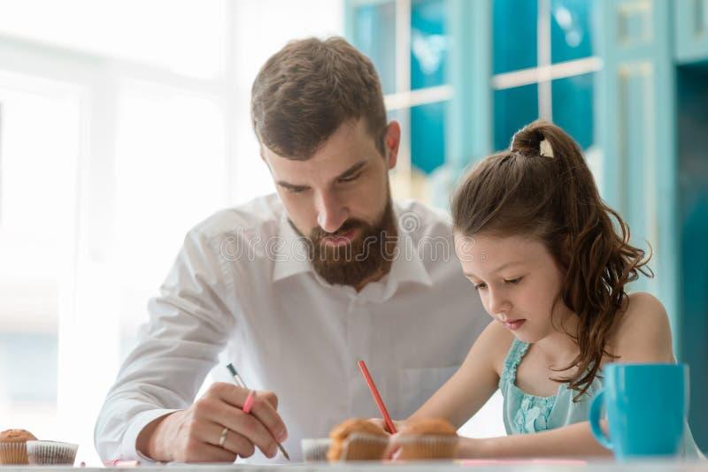 Padre e la sua figlia immagini stock