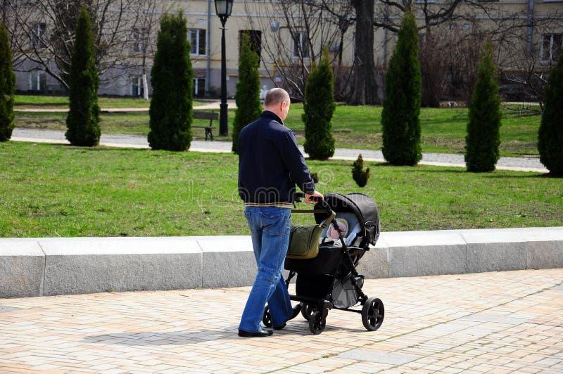 Padre ed il suo bambino fotografie stock libere da diritti