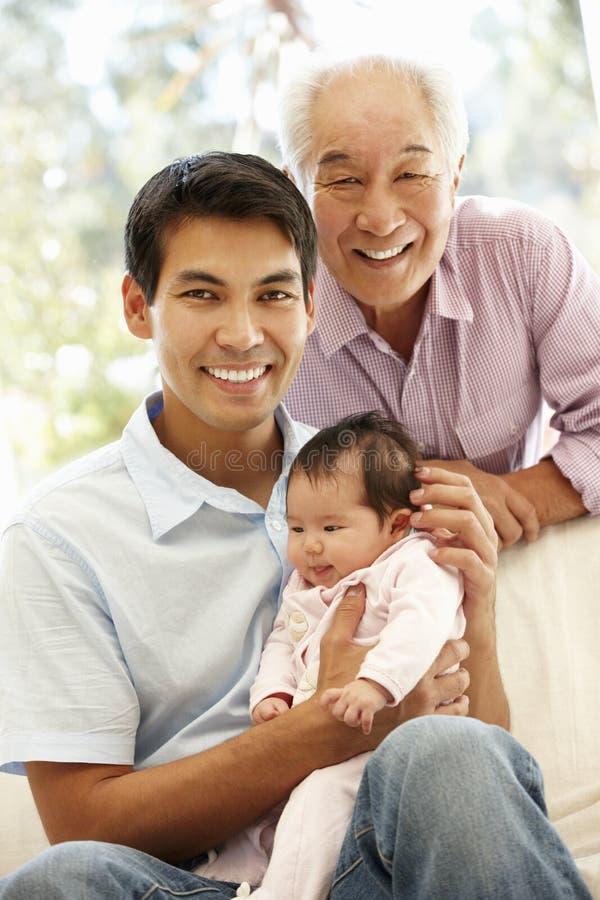 Padre, hijo y nieta asiáticos fotografía de archivo libre de regalías