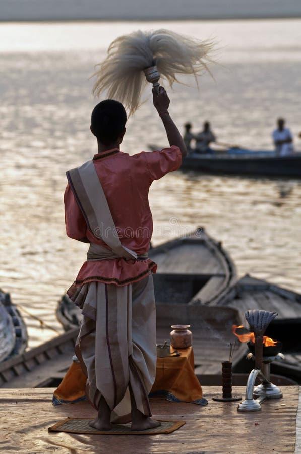 Padre Hindu em Varanasi fotos de stock royalty free