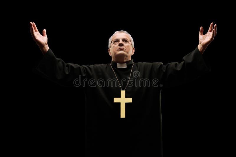 Padre maduro que reza ao deus foto de stock