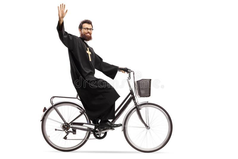Padre que monta uma bicicleta e uma ondulação imagens de stock