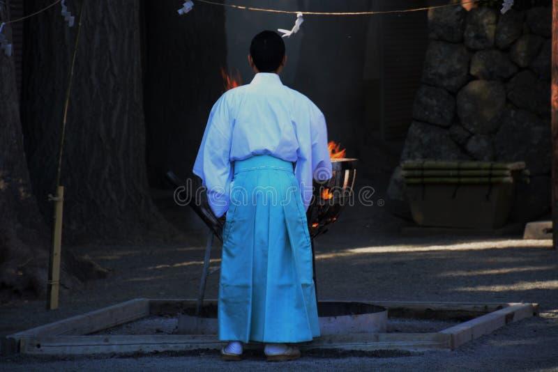 Padre xintoísmo e fogueira foto de stock royalty free