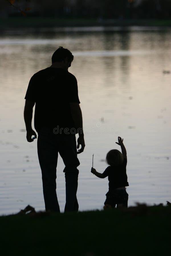 Download Padre y niño imagen de archivo. Imagen de papá, lago, diversión - 6780731