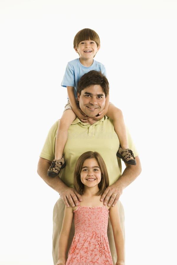 Padre y niños. fotos de archivo