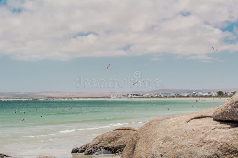 Padrenuestro, Suráfrica - 22 de diciembre de 2018: Pueblo de la pesca en mar del Padrenuestro en la costa oeste de Suráfrica fotografía de archivo
