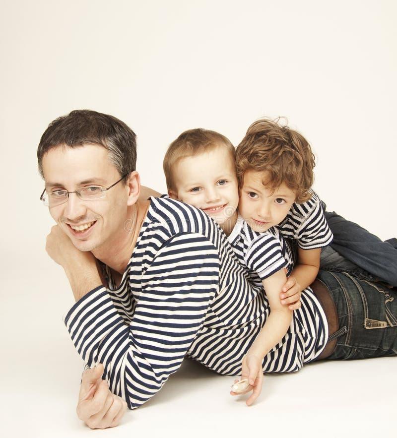 Padres con los hijos imagen de archivo libre de regalías