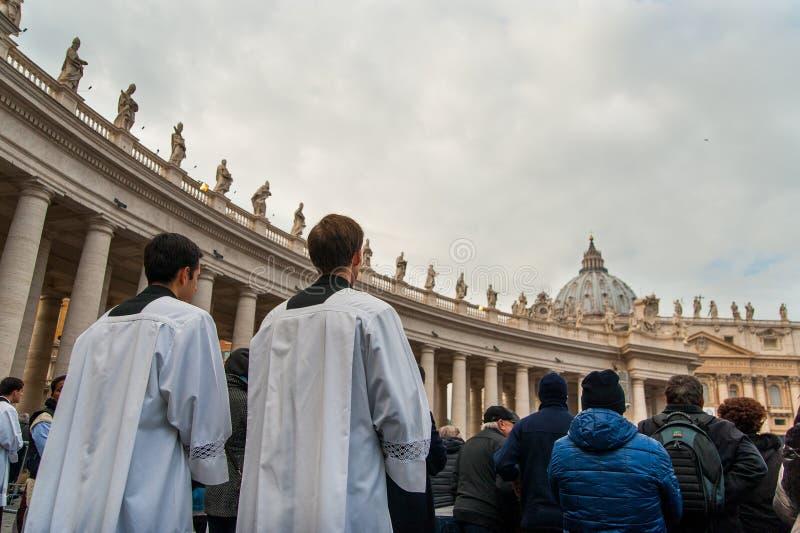 Padres no jubileu 2015 que abre no quadrado de St Peter em vatican em Roma fotos de stock