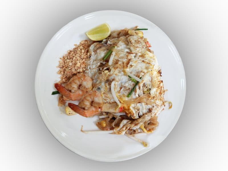 Padthai с яичком и shrim, популярной тайской едой, на iolated предпосылке с путем клиппирования стоковая фотография
