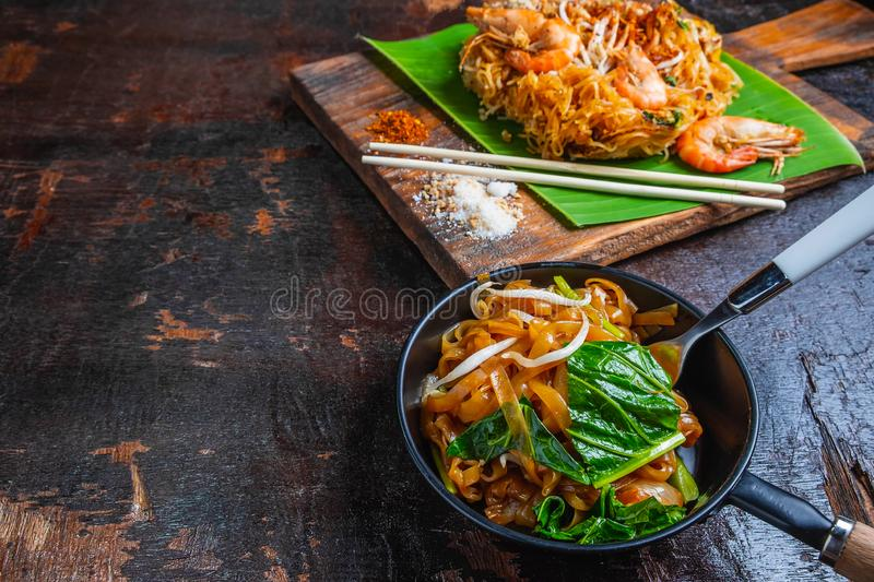 Padthai noodles with shrimps and vegetables. stock images