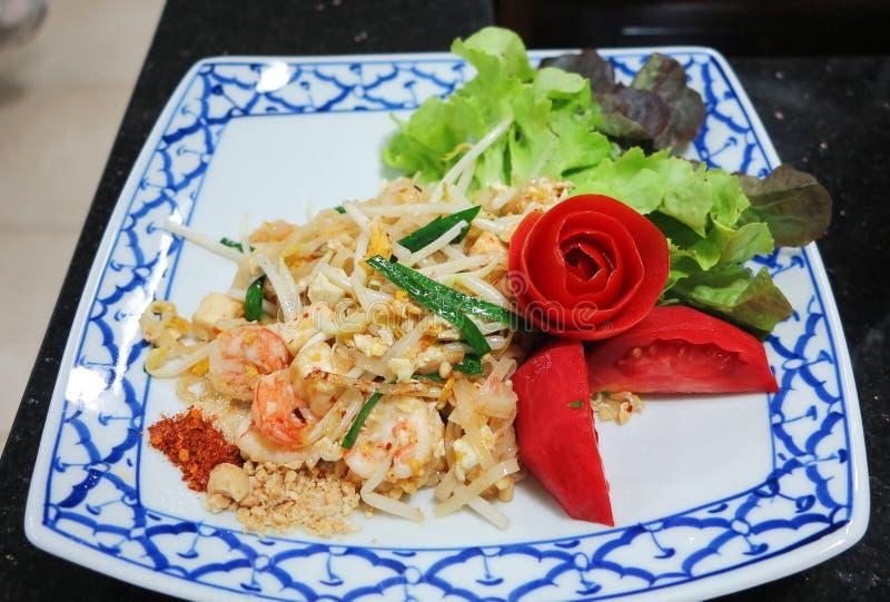 Padthai, nouille frite thaïlandaise avec la crevette rose photos libres de droits