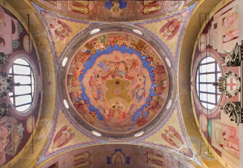 Padua - Cupola w kościelnej bazylice Del Karmin od 1932 Antonio Sebastiano Fasal z koronacją maryja dziewica obrazy royalty free