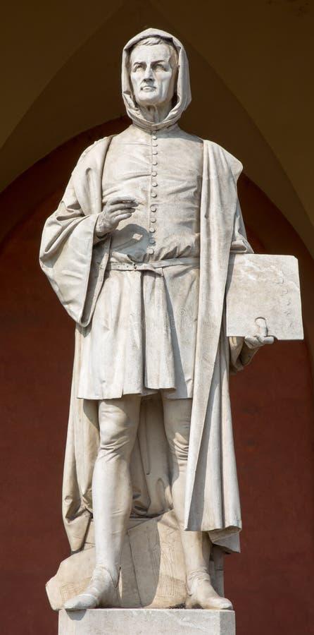 Padua - die Statue von Giotto im Portal des Häuschens Amulea durch Vincenzo Vela stockbilder