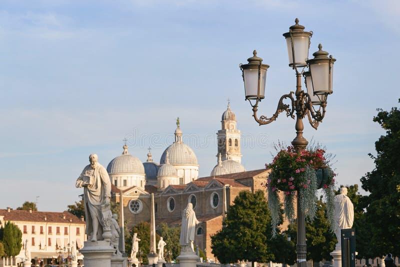Padua, Italië - Augustus 24, 2017: De Basiliek van Santa Giustina wordt gevestigd in het centrum van het Prato-dellavalle vierkan royalty-vrije stock foto
