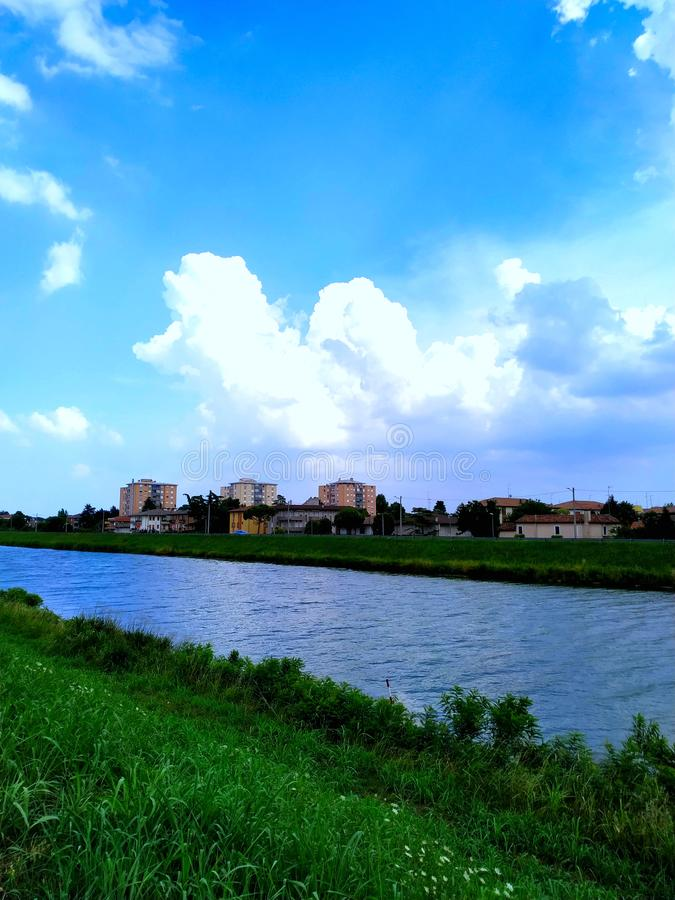 Paduas Fluss Italien 'Bacchiglione ' lizenzfreie stockfotos