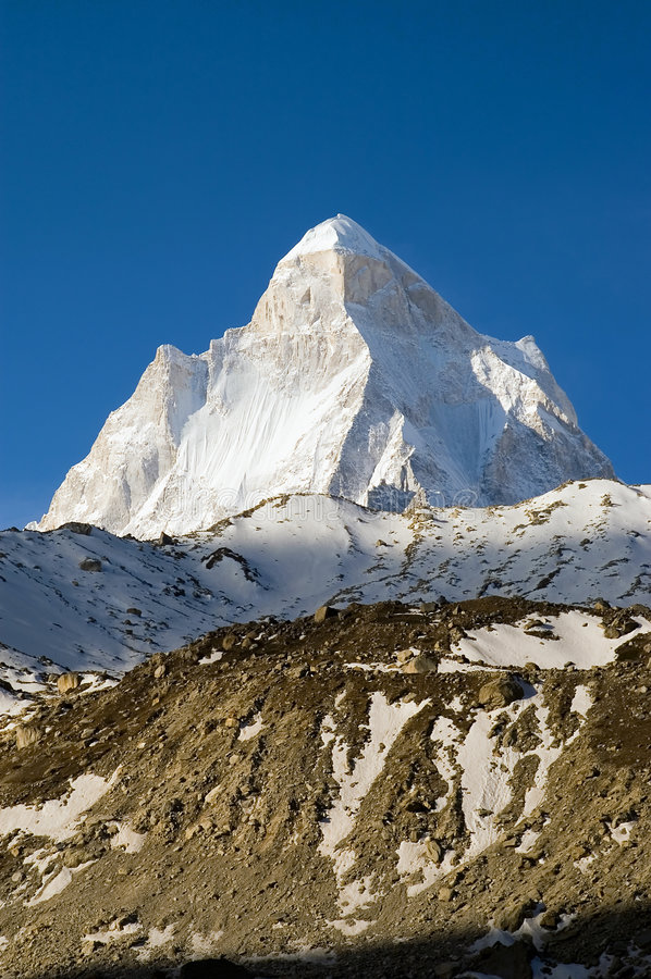 Paek de Shivling en Himalaya imagen de archivo