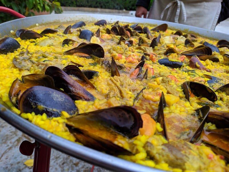 Paella délicieuse de fruits de mer pleine de la saveur photographie stock libre de droits