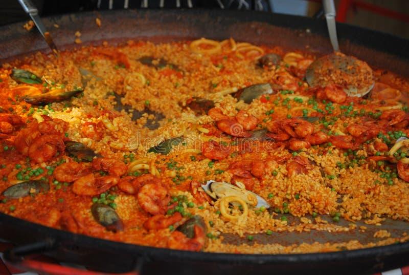 Paella délicieuse sur le marché dans Nottinghill, à Londres images libres de droits