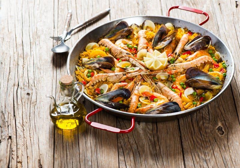 Paella espanhol tradicional do alimento fotos de stock