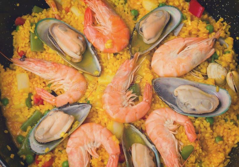 Paella - fondo spagnolo tradizionale del piatto immagine stock libera da diritti