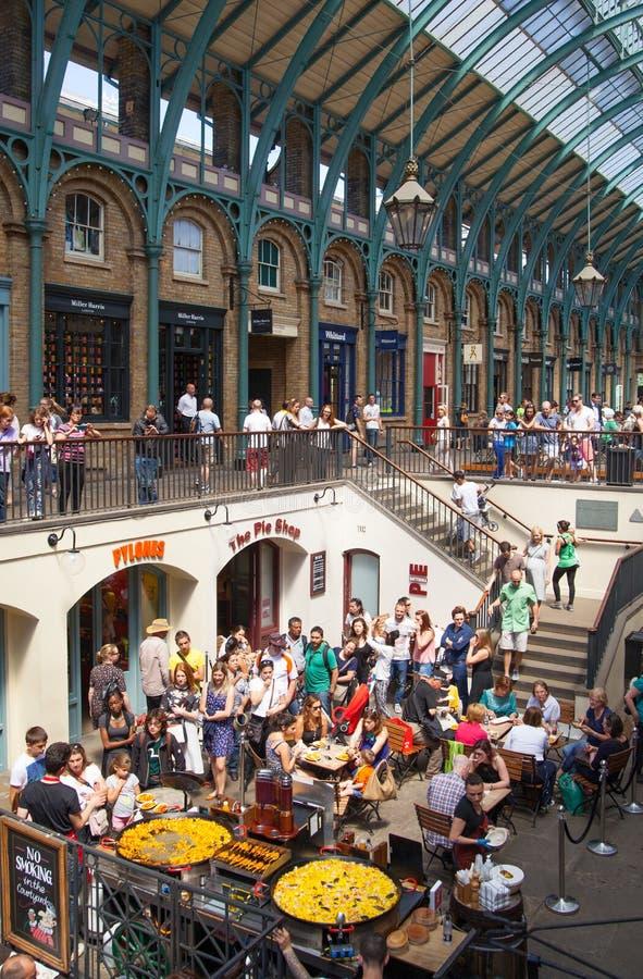 Paella, mercado do jardim de Covent, Londres imagens de stock royalty free